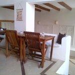 Comedor y area lounge abajo