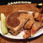 Reuben sandwich & Homemade Pub Friez