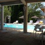 terrasse et piscine agréable