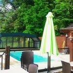 piscina descubierta en dias de sol