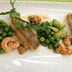 Witte vis, garnalen, mosseltjes en verse erwten