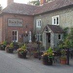 The Black Dog 15 th century English pub