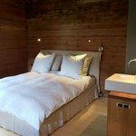 Eines unserer Schlafzimmer; jedes mit einem Bett, das höchsten Hotelstandards genügt.