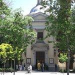 La Ermita, además de los magníficos frescos guardan los resto de Goya