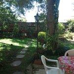 Jardim gostoso nos fundos da Casa Lilás