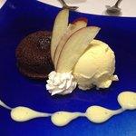 Postre: Torta de chocolate con helado de vainilla