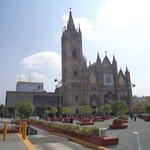 México, Guadalajara. Templo Expiatorio. Frontis y plaza.