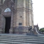 México, Guadalajara. Templo Expiatorio. Estatua al exterior.