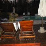 Deck, piscina y jacuzzi