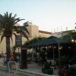 Captain's Table Cafe Restaurantの写真