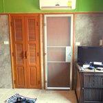 Habitacion - Puerta del baño y del balcon