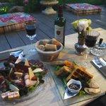 assiette de charcuterie et gaufre au foi gras