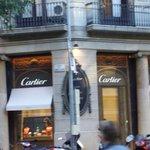 Vizinho ao Hostel loja da Cartier.