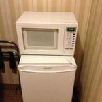 réfrigérateur et micro-onde a l'intérieur du garde robe?