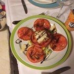 ensalada de queso de cabra de Menorca y tomate