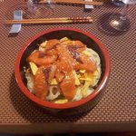"""le plat """" saumon eparpillé sur le siz-sushi """" tres frais part forte chaleur"""