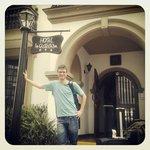 Entrada do Hotel La Castellana - Lima, Peru.