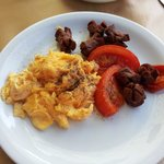 Meldi breakfast - burnt sausages, oily tomatoes and dried scrambled eggs. The camera never lies