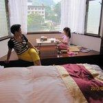 king size 兩人房,有景觀的日式泡茶區,也可移開桌子變睡鋪