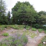 Kräutergarten mit Sonnenuhr