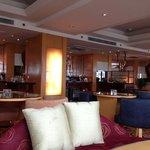 club lounge of the renaissance riverside