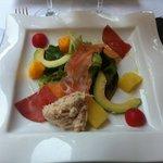 Salade fraîcheur crabe saumon avocat