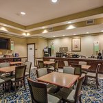 CountryInn&Suites Tampa  BreakfastRoom