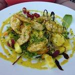 Main dish: salad with chicken / fresh pineapple / curry vinaigrette