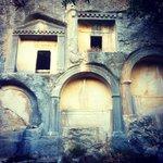 Wall tombs