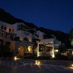 Stefanos Village bei Nacht