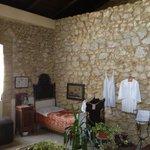 La camera da letto della Nonna. Dalle finestra una vista unica e imperdibile su mura e mare