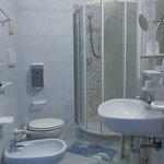 bagno camera box doccia e phon