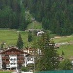 vista dell'hotel dal percorso naturalistico