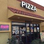 Dora's Pizza