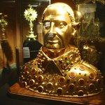 Sculpture in gold