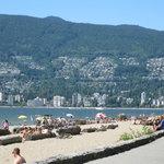 city beach :\