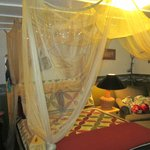 Riverside Room Canopy Bed