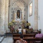 vista de uno de los altares laterales