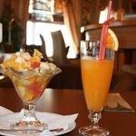 右のオレンジジュースはオススメ!
