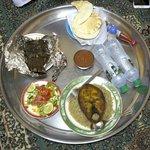 Way of serving food in Bin Ateeg