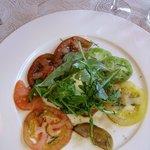 Tomates d'antan, mozzarella burratina balsamique et roquette