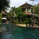 Binnenplaats hotel met zwembad