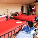 Betten im Gastzelt