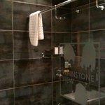 Bathroom, Kuki Lodge, Whinstoneview