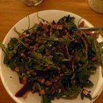 Salat mit Rucola, roter Beete und Walnüssen - size small! Super lecker