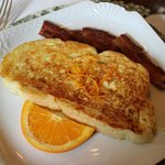 delicious french toast with crispy bacon!