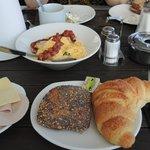 Frühstücks-Leckereien am Tisch