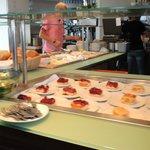 Es gibt auch ein Kuchen-Buffet - mit fantastischen Leckereien!!!