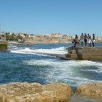 Бассейн, защищённый от океанских волн