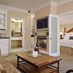 Avalon Courtyard Suite